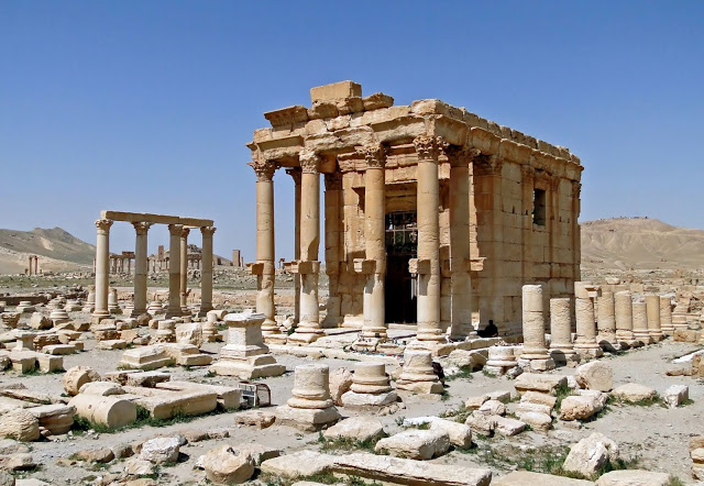 Temple_of_Baal-Shamin,_Palmyra.jpg
