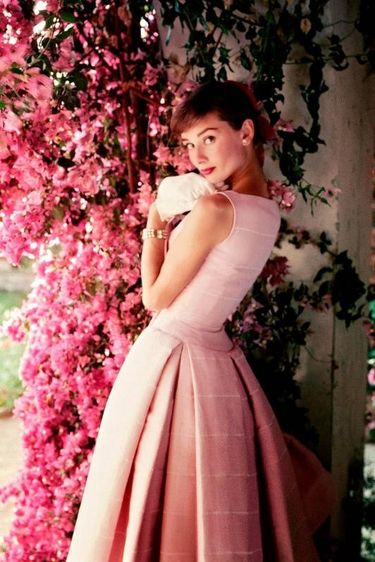 Audrey-Hepburnp-Vogue-3Dec14-pr_b.jpg