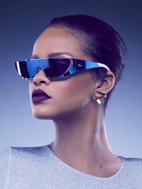 rihanna_dior_lunettes_soleil_futuristes