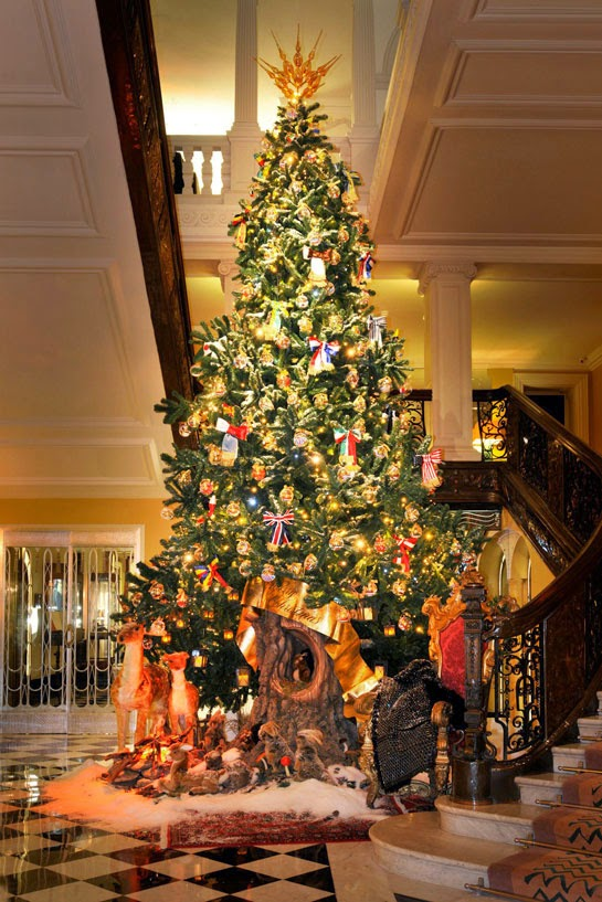 claridge_s_christmas_tree_2_293040655_north_545x