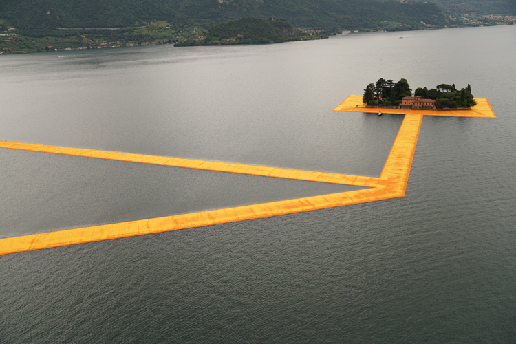 the-Floating-Piers-christo-and-jeanne-claude-lake-iseo-italy-12
