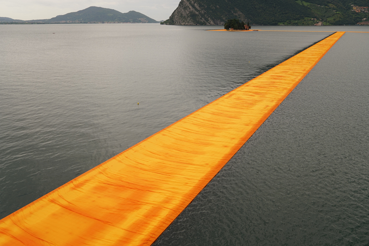 the-Floating-Piers-christo-and-jeanne-claude-lake-iseo-italy-13