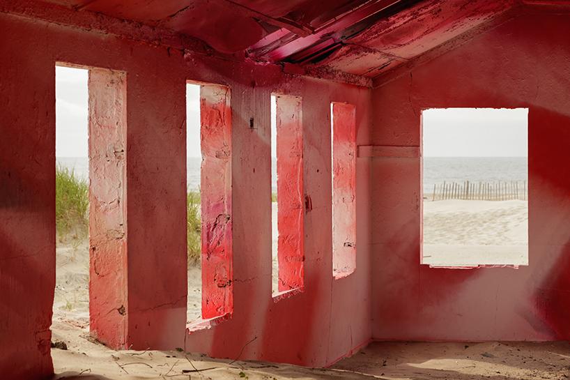 katharina-grosse-moma-ps1-rockway-installation-designboom-050