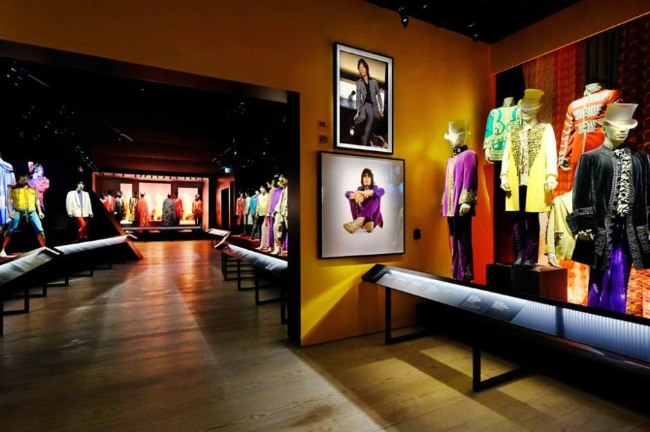 3-The-Rolling-Stones-Exhibitionism