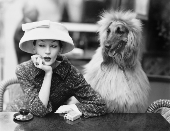dovima-with-sacha-cloche-and-suit-by-balenciaga-cafe-des-deux-magots-paris-1955-photograph-by-richard-avedon-the-richard-avedon-foundation