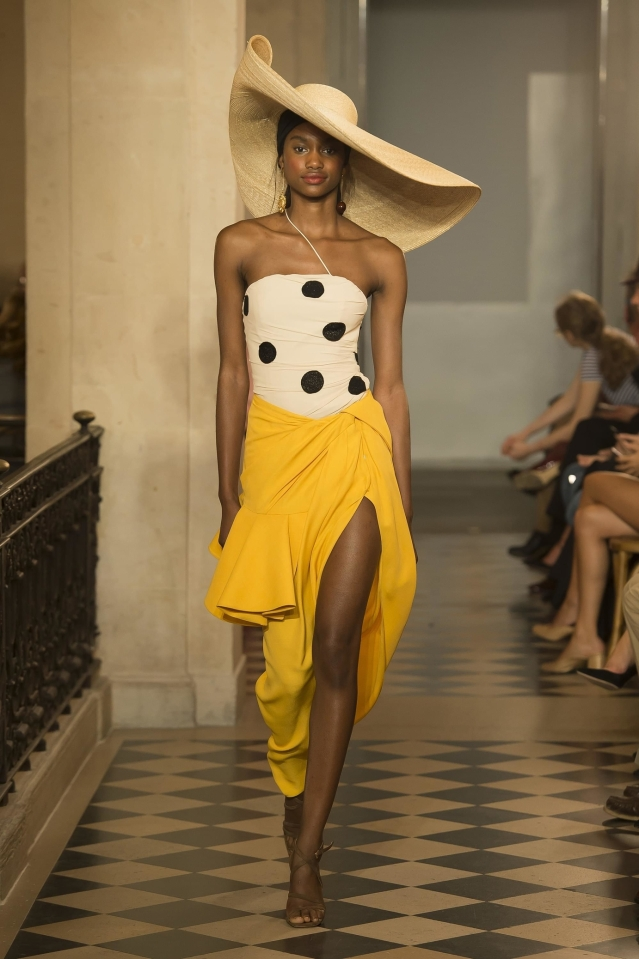 16_jacquemus_ss18_pfw_jpg_3264_north_1382x_black