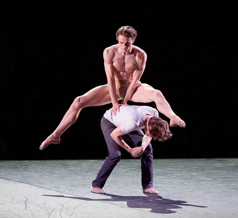 3331 Matthew Ball and Ivan Putrov in Men in Motion © Elliott Franks