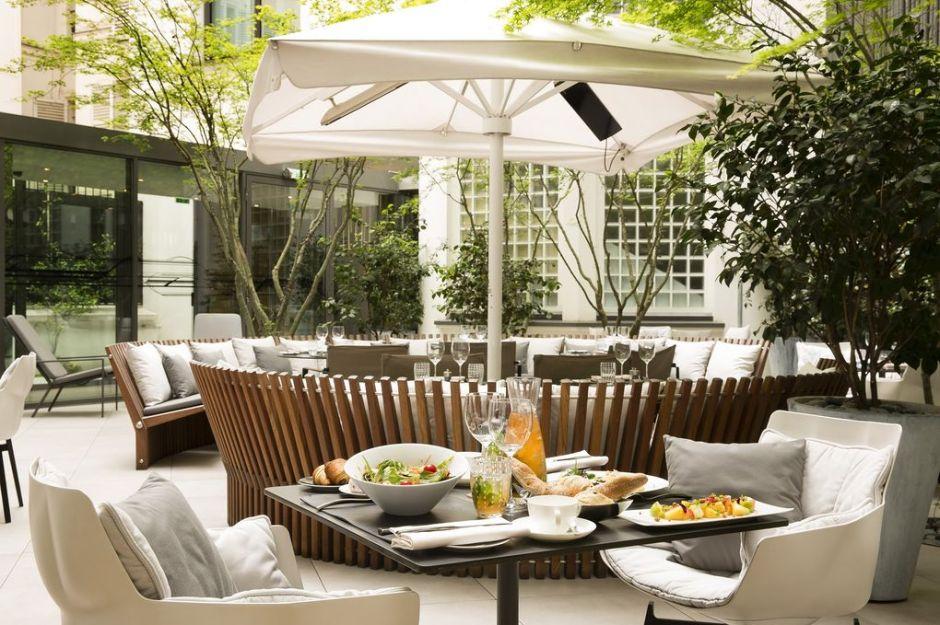 leonardo-1957004-09_restaurant_bar_patio_S-image