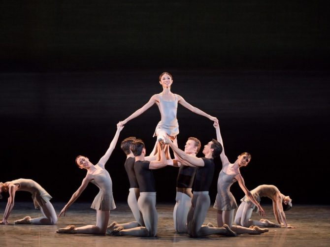 English-National-Ballet-in-Song-of-the-Earth-©-Laurent-Liotardo-2-880x660