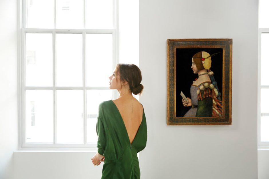 Victoria-Beckham-X-Old-Master-Paintings_Circle-of-Leonardo-da-Vinci_Photo-Credit-Chris-Floyd-1024x683