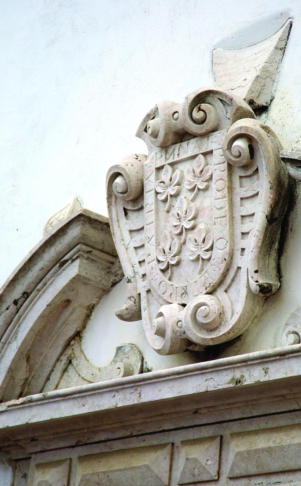 Coat of Arms at Palacio Belmonte entrance © courtesy of Palacio Belmonte