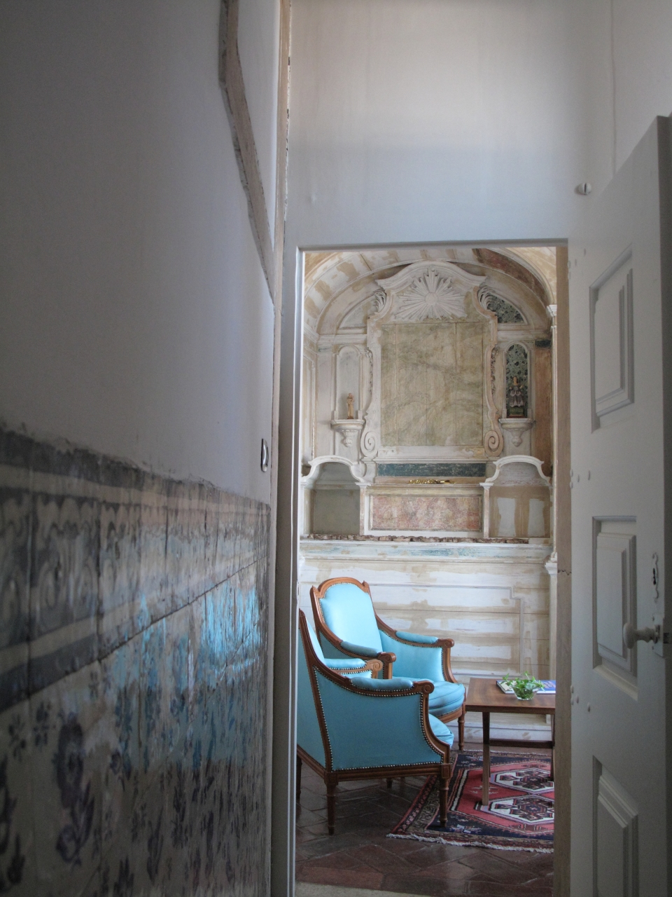 Hall passage from the Music Room to the Chapel © courtesy of Palacio Belmonte
