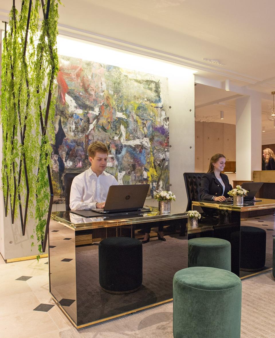 hotel-parister-front-desk-dsc_8861