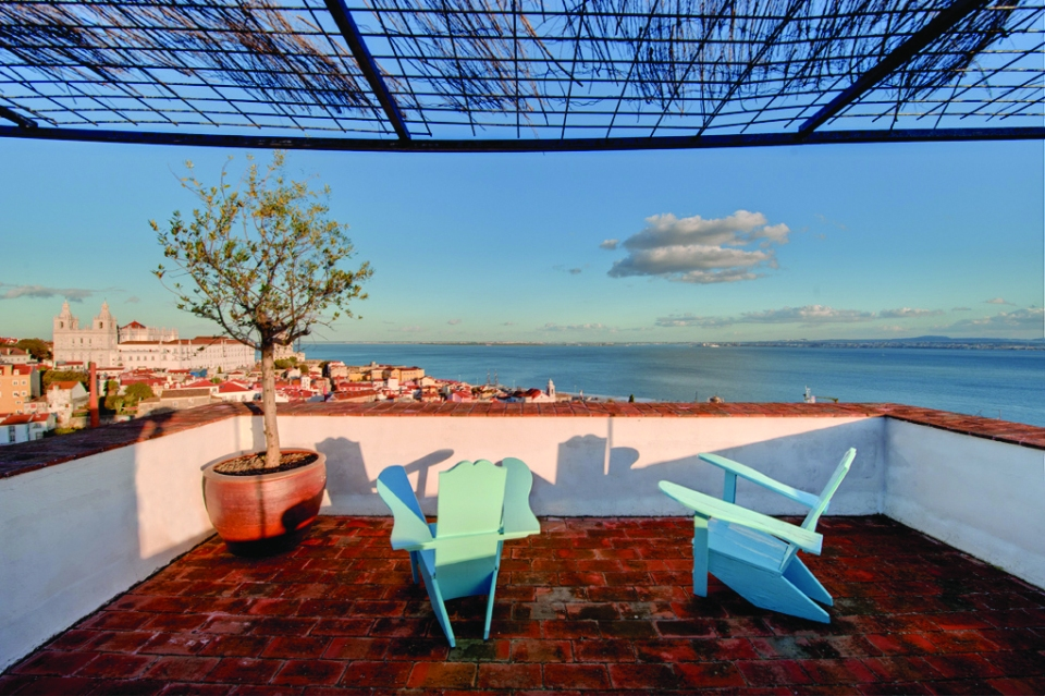 Lisbon and Tagus view from Bartolomeu de Gusmao suite 01 © courtesy of Palacio Belmonte