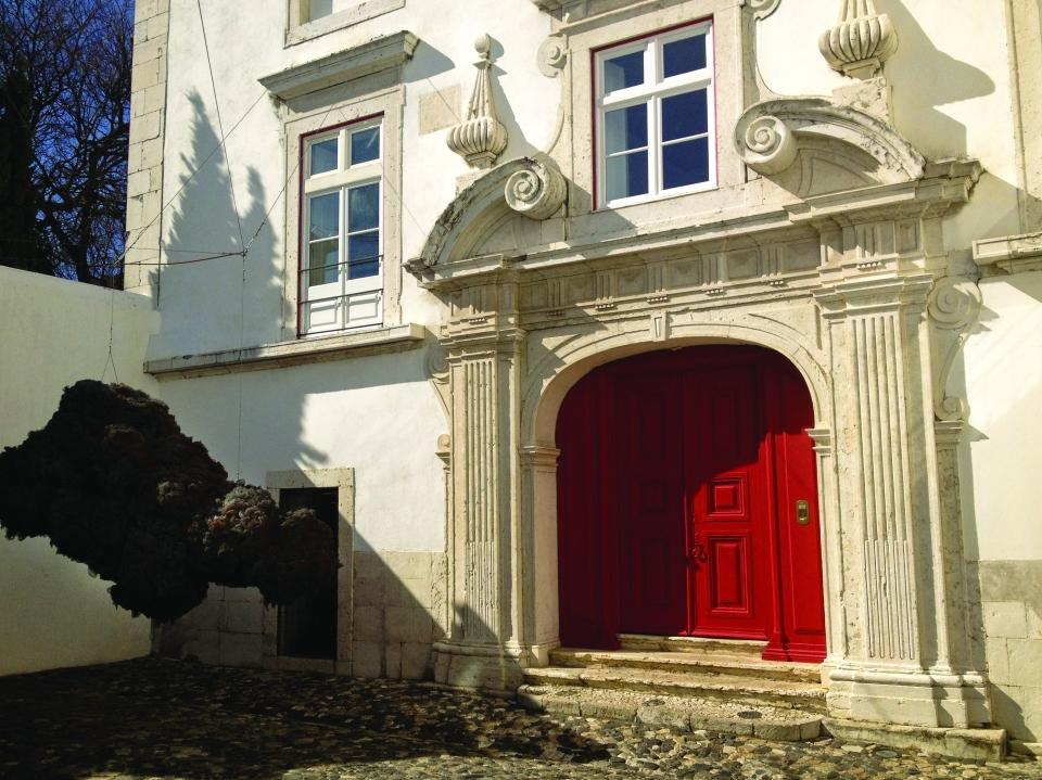 Palacio Belmonte entrance and front patio © Camille de Ginestel