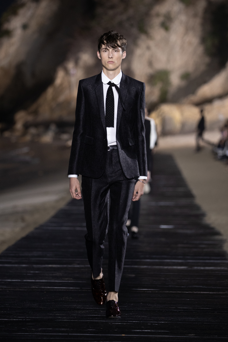 SAINT LAURENT_MEN_SS20_RUNWAY_07_LR