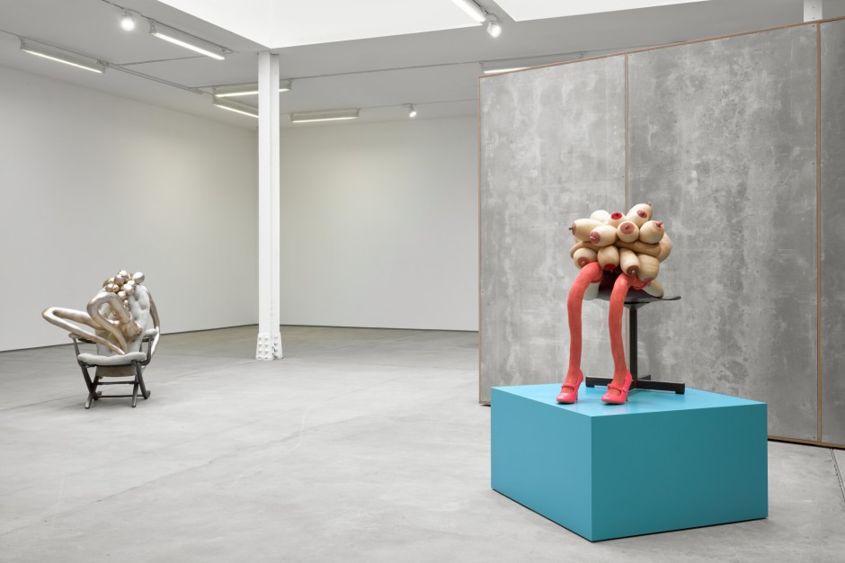 installation-view-sarah-lucas-honey-pie-sadie-coles-hq-london-16-march-07-may-2020_web_10